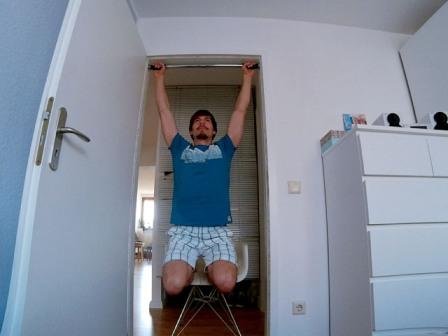 Obere Rückenmuskulatur trainieren - Klimmzug für Einsteiger