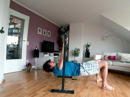 Obere Rückenmuskulatur trainieren umgekehrtes Bankdrücken