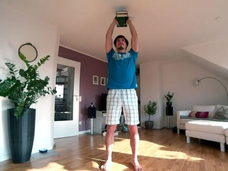 Shoulder Press mit Büchern