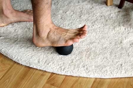Faszientraining mit Blackroll Ball - Fußsohle ausrollen mit Lacrosseball