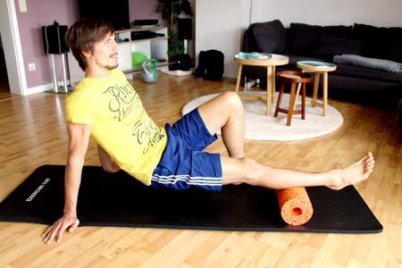 Faszien Workout mit Blackroll - Wade ausrollen 1