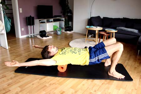 Faszientraining mit Blackroll - mittlerer & oberer Rücken massieren